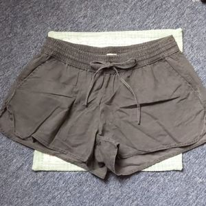 Hollister grey shorts with pockets XS NWT